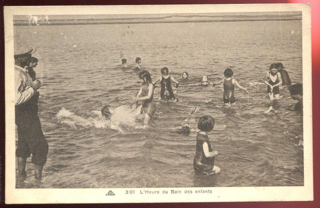 Enfants sur la Plage à l/'heure du Bain CPA CALAIS 62